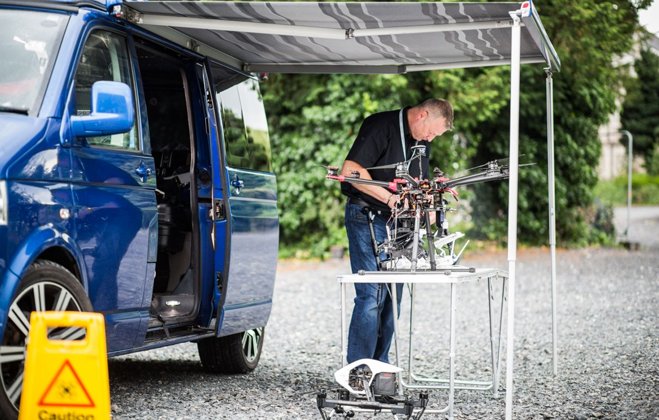 Andy Wills, pilot of Hovershotz setting up a DJI S900 spreading wings hexacopter